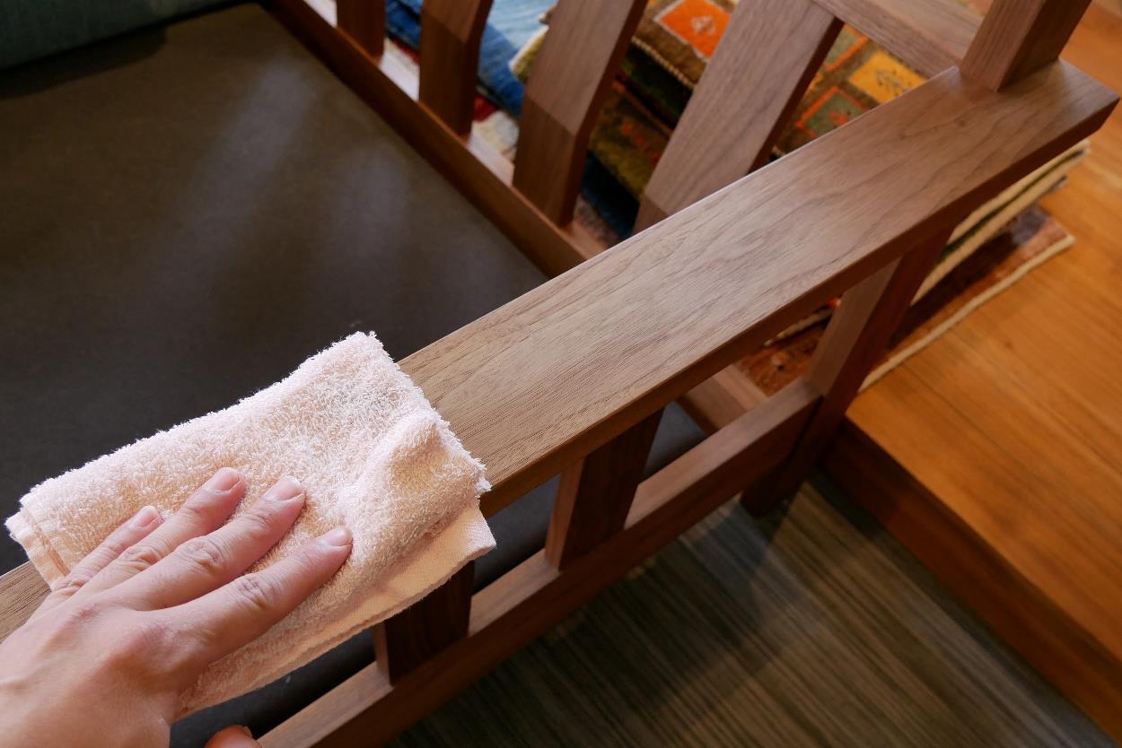 無垢家具,オイル塗装,メンテナンス12乾拭き